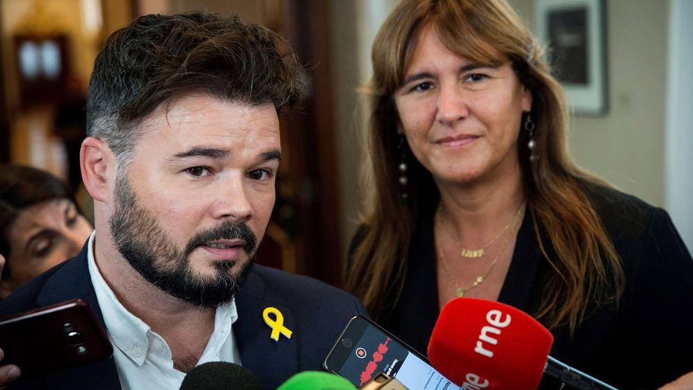 Foto: El portavoz de ERC, Gabriel Rufián, y la portavoz de JxCat, Laura Borràs. (EFE)