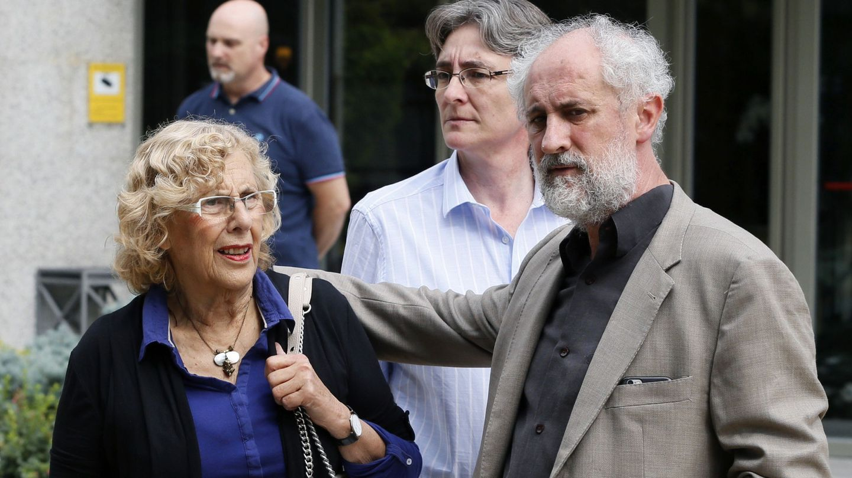 La alcaldesa de Madrid, Luis Cueto (d) y Marta Higueras (c). (EFE)