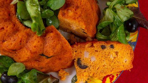 Bizcocho de fiambre, aceitunas y queso con pimentón de Rosa Tovar