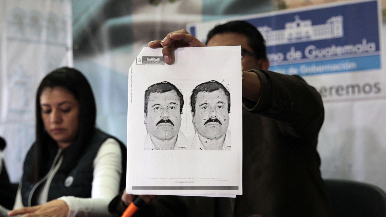 Foto: Detalle del retrato del narcotraficante Joaquín 'El Chapo' Guzmán mostrado durante una rueda de prensa en Guatemala (EFE)