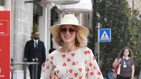 Naomi Watts ha paseado por Venecia con el perfecto look de 'reina de corazones'