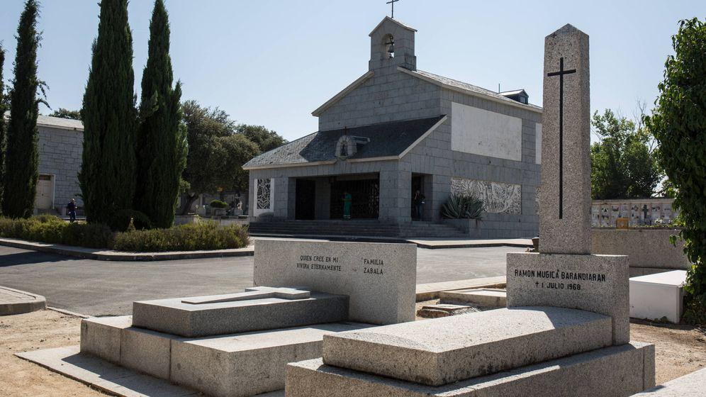 Foto: Cementerio de Mingorrubio, con el panteón de la familia Franco al fondo. (David Brunat)