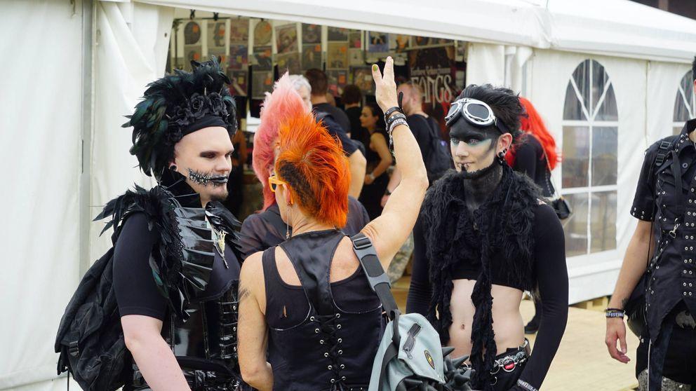 Plumas y máscaras de gas: bienvenidos al gran festival de los góticos