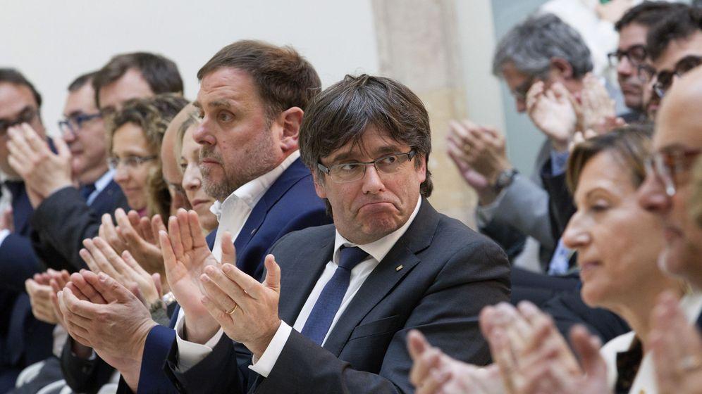 Foto: El presidente catalán, Carles Puigdemont, junto a Oriol Junqueras, en un acto en Barcelona. (EFE)
