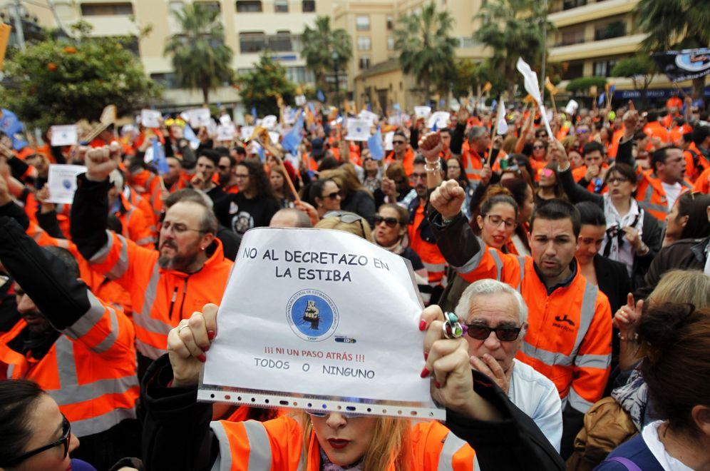 Foto: Más de 3.000 personas se concentran en Algeciras en apoyo de los estibadores. (EFE)