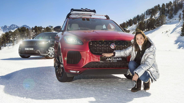 Tamara, con el Jaguar E-Pace. (Fotógrafo: Carlos Herráiz / Maquillador: Yos Baute)