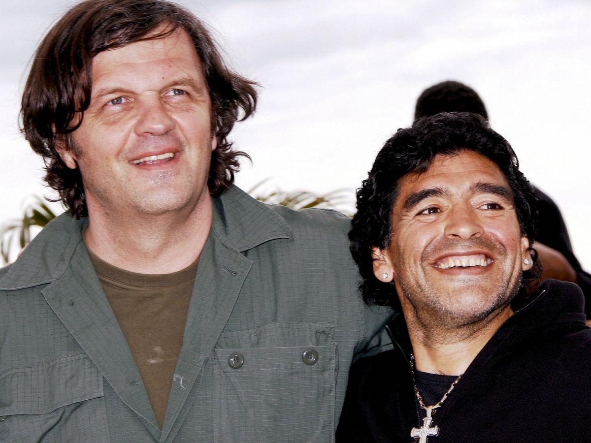 Foto: Maradona y el director serbio Emir Kusturica posan para los medios durante la presentación del documental 'Maradona', en el Festival de Cine de Cannes 2008. (EFE)