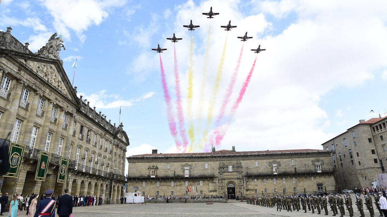 La Patrulla Águila sobrevolando el cielo de Santiago de Compostela. (Limited Pictures)