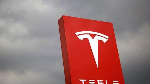 Tesla continúa en caída libre tras anunciar que vuelve a pérdidas millonarias