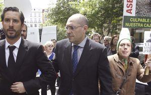 El juez Silva se sale con la suya y logra que se suspenda su juicio