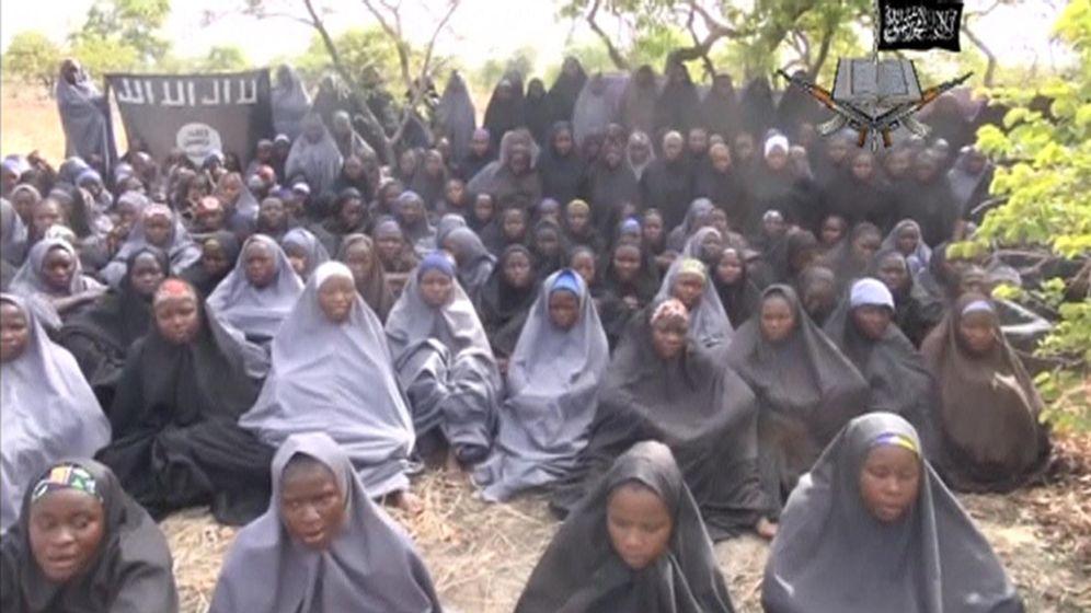 Foto: Imagen de uno de los vídeos del secuestro de las niñas de Chibok (Nigeria) | Reuters