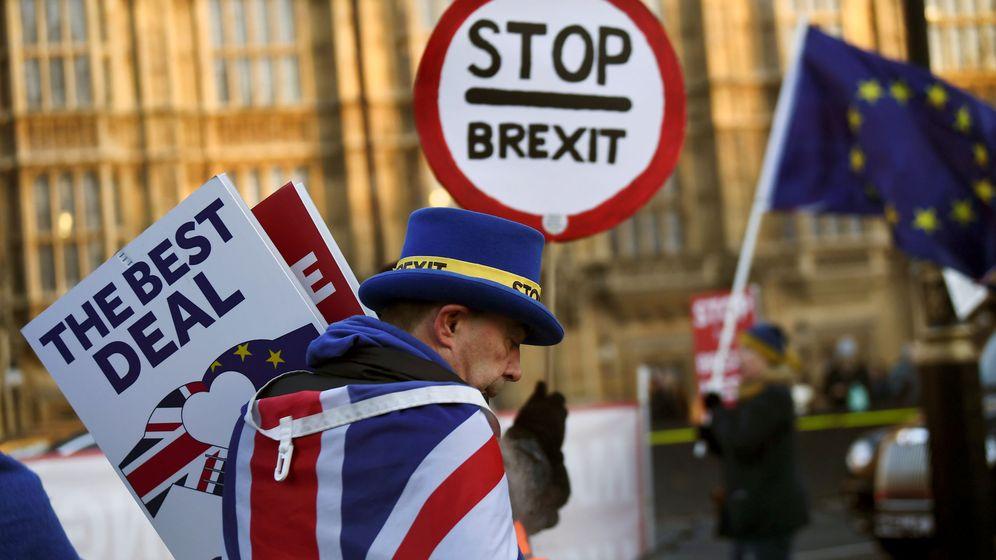 Foto: Manifestantes contra el Brexit, frente al Parlamento, en Londres. (Reuters)