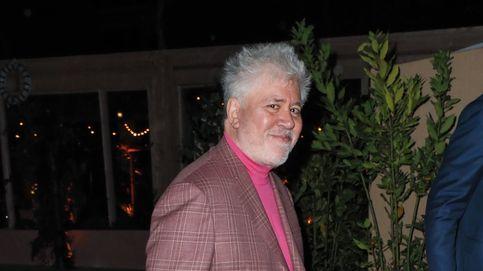 Pedro Almodóvar en Cannes: cómo llevar el rosa con mucho estilo