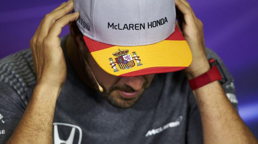 Foto: Fernando Alonso, este jueves, en la rueda de prensa de Barcelona. (EFE)