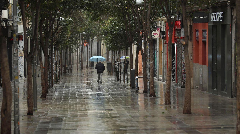 Foto: Las tiendas de la calle Fuencarral, de Madrid, cerradas a cal y canto. (EFE)