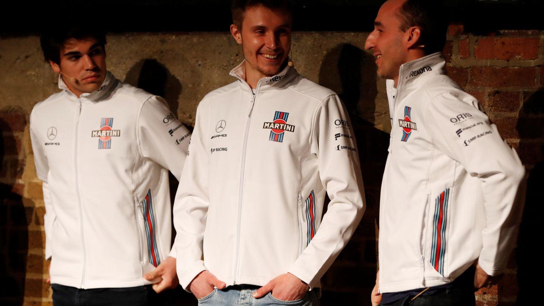 De izquierda a derecha: Lance Stroll, Sergey Sirotkin y Robert Kubica durante la presentación del equipo Williams. (Reuters)