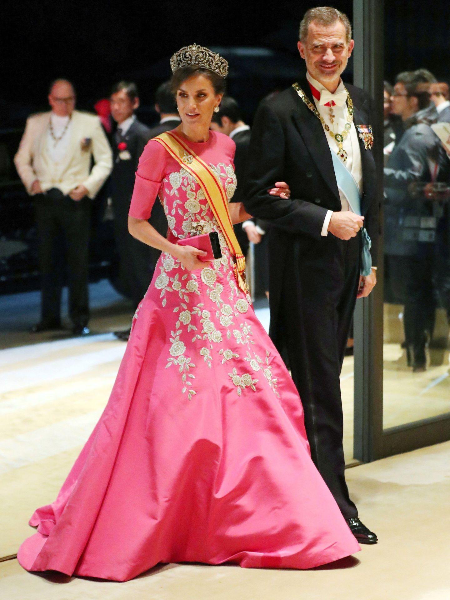Letizia, con vestido y clutch de Carolina Herrera en Japón. (EFE)