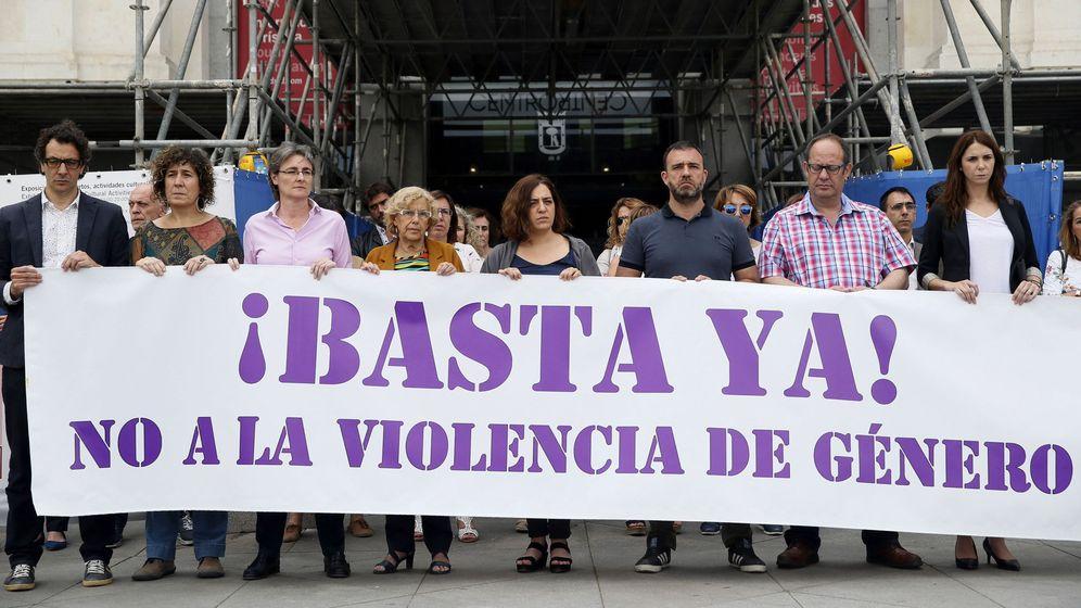 Foto: Minuto de silencio en el Ayuntamiento de Madrid ante un nuevo caso de violencia de género. (Efe)