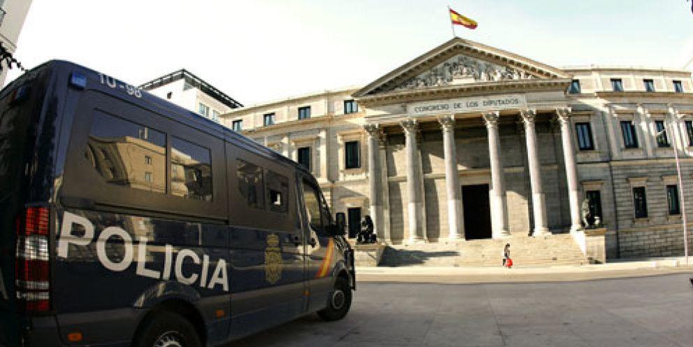Foto: El PP evita el contacto con el 15-M pero se apropia de algunas de sus propuestas