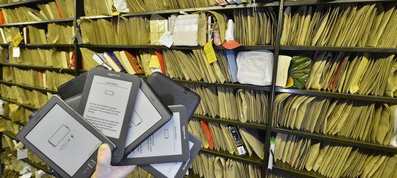 Foto: Lectores electrónicos perdidos por los usuarios del Metro de Londres (REUTERS)