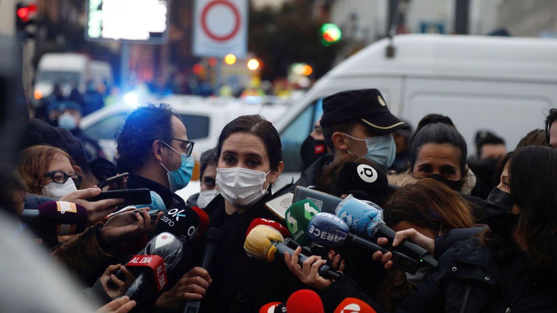 Ayuso ultima un enero 'negro' con la oposición apretando por Filomena y el Zendal