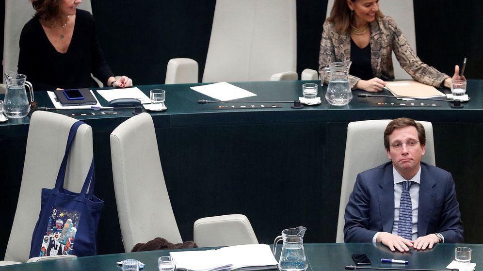 Foto: El alcalde de Madrid, José Luis Martínez Almeida (d). (EFE)