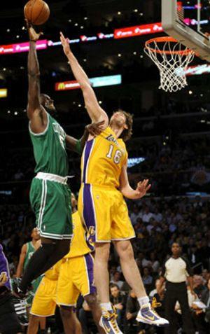 Los Lakers caen ante los Celtics a pesar del gran partido de Gasol