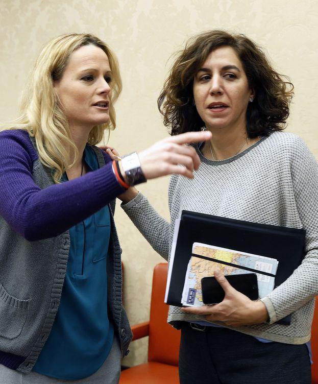 Foto: Zaida Cantera e Irene Lozano, durante la reunión del Grupo Socialista del pasado 19 de enero en el Congreso. (EFE)