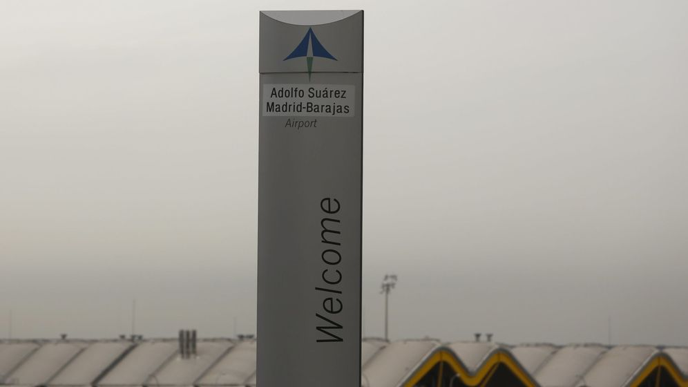 Foto: El logo de Aena en la señal de bienvenida del aeropuerto Adolfo Suárez Madrid-Barajas. (Reuters)