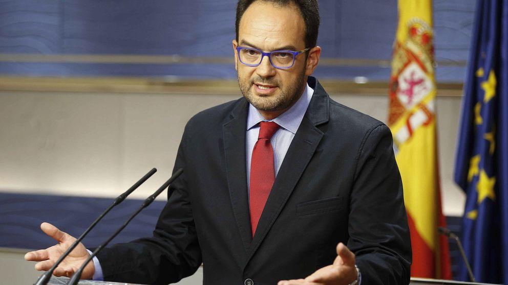 Es inconstitucional e irresponsable que Rajoy no vaya a la investidura, avisa el PSOE