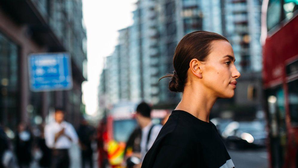 Foto: Irina Shayk en la Semana de la Moda de Nueva York con el rostro sin maquillaje. (Imaxtree)