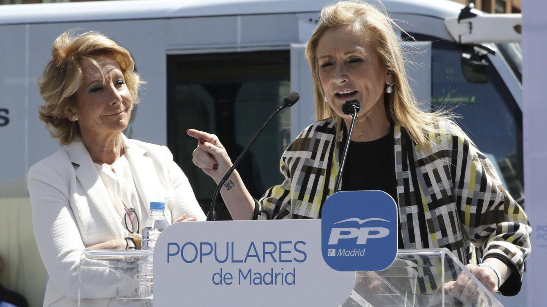 Foto: Esperanza Aguirre y Cristina Cifuentes en un acto en mayo. (EFE)