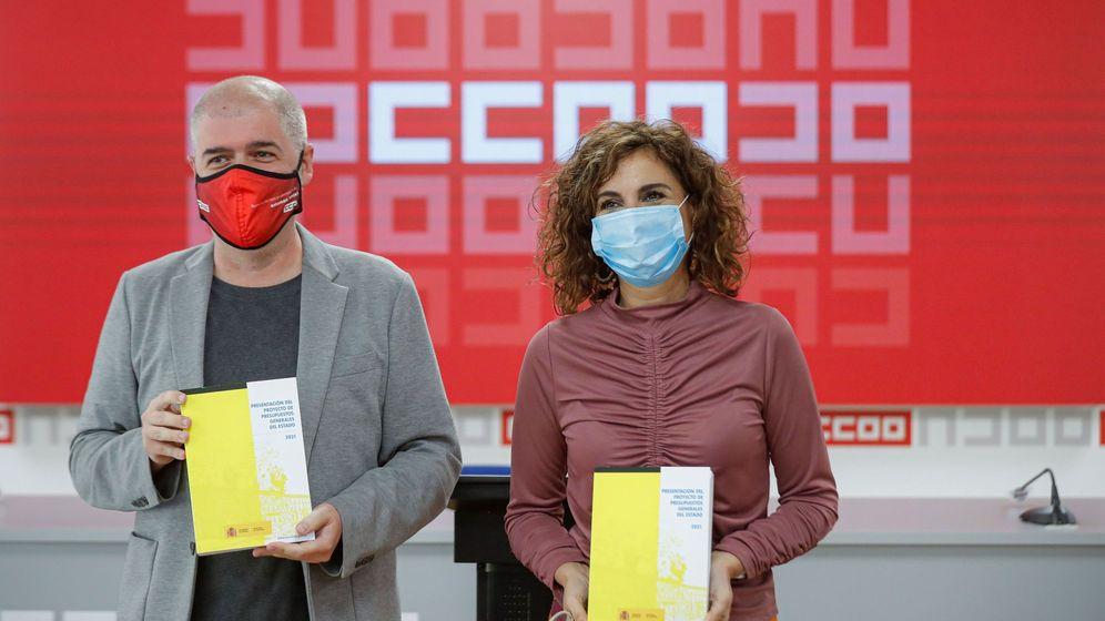 Foto: El secretario general de CCOO, Unai Sordo, y la ministra de Hacienda, María Jesús Montero. (Efe)
