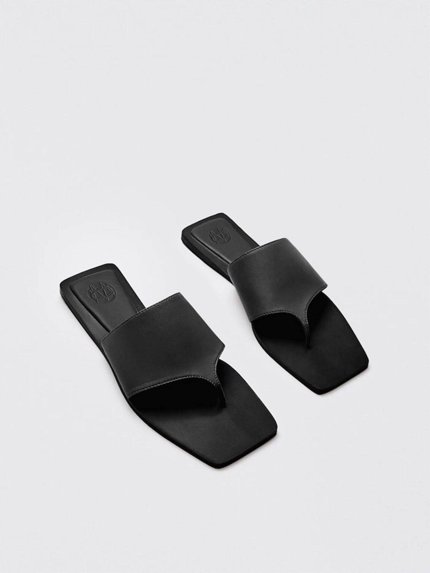 Sandalias de las rebajas de Massimo Dutti. (Cortesía)