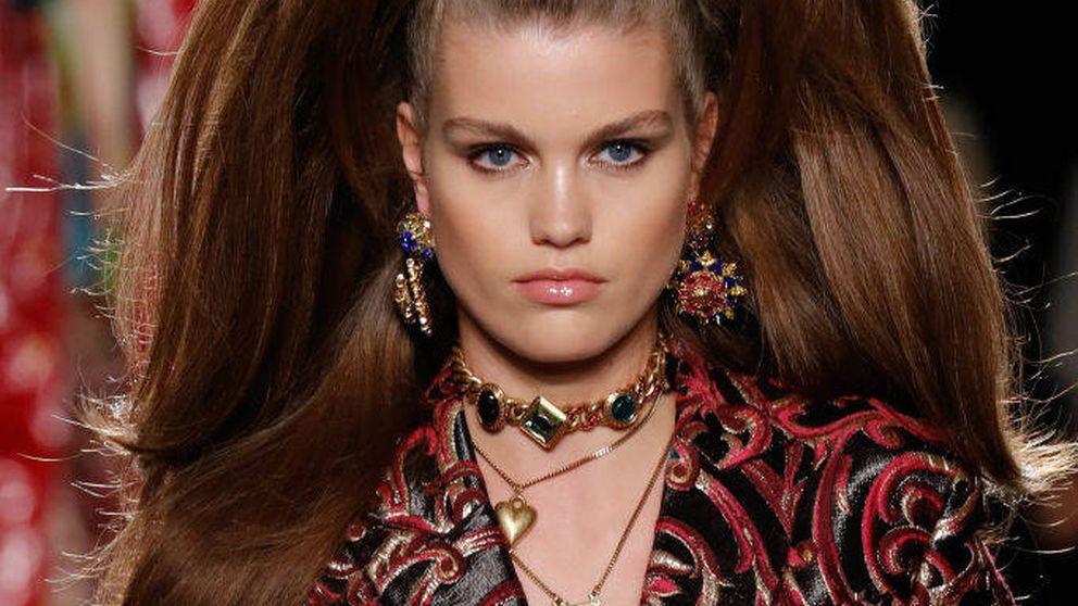 El peinado de altura retro de Versace (que te hará crecer unos cuantos centímetros)