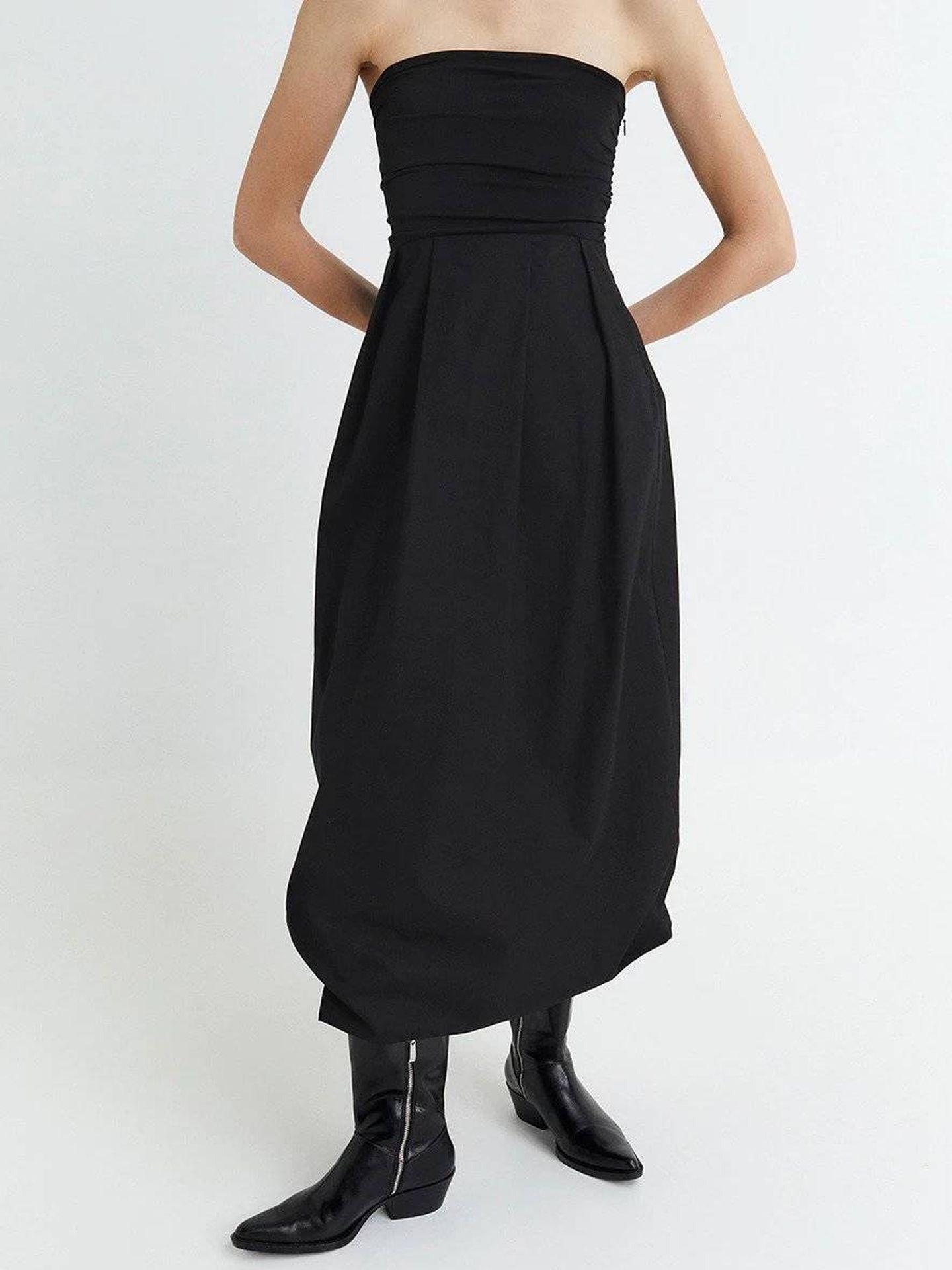 Vestido negro de Sfera. (Cortesía)