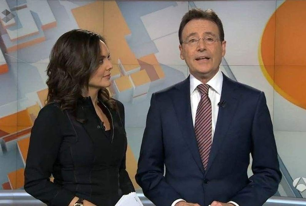 Foto: Mónica Carrillo y Matías Prats, presentadores de Noticias de Fin de Semana de Antena 3. (EC)