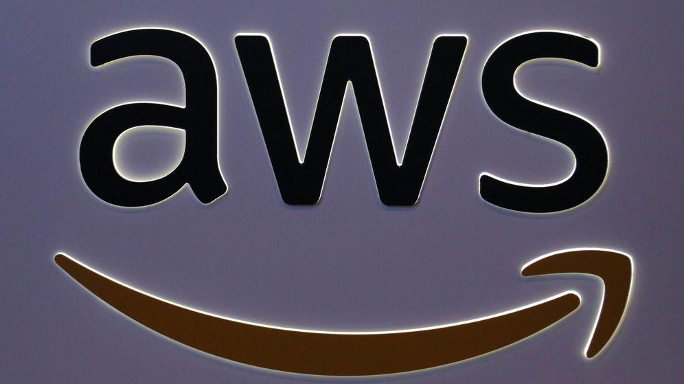 Foto: El logo de AWS en una conferencia financiera en Toronto (Chris Helgren / Reuters)
