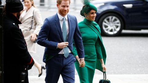 Meghan Markle apuesta por un total look verde y gana la partida (de estilo) a Kate