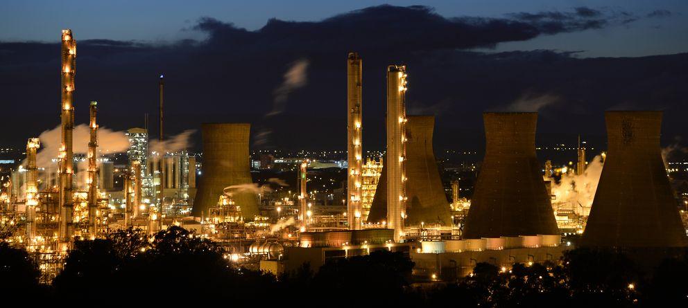 Foto: Vista general de la refinería de petróleo de Grangemouth, ubicada en el este de Escocia (Reuters)