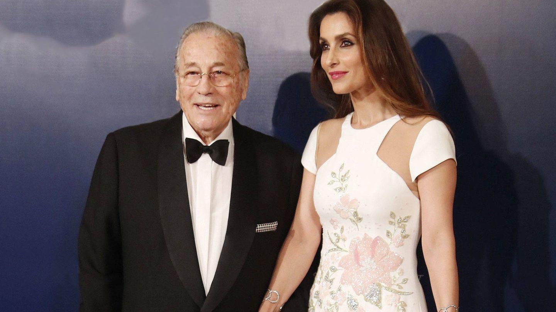 Paloma Cuevas, con su padre. (LP)