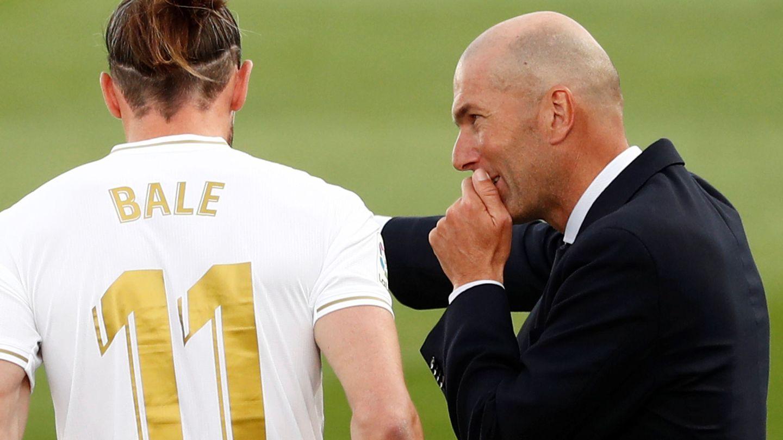 Bale recibe las órdenes de Zidane, en una imagen de la pasada temporada. (Reuters)