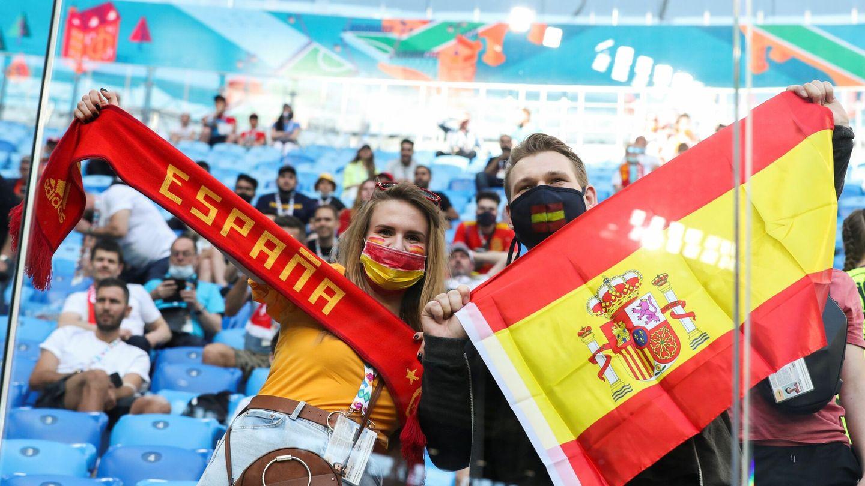 Afición española en San Petersburgo para animar a la Selección. (Efe)
