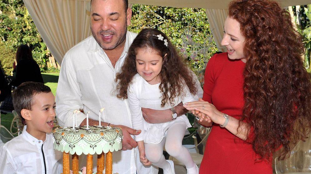 Foto: Imagen familiar del rey Mohamed VI, en un cumpleaños de su hija. (Cordon Press)