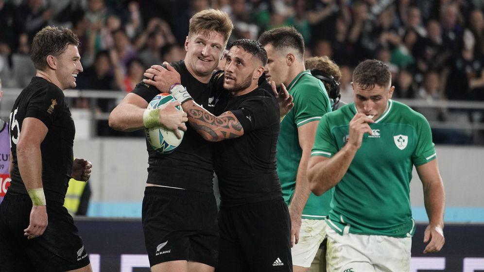 Foto: Los All Blacks celebran su victoria ante Irlanda en los cuartos del Mundial. (EFE)