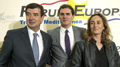 Rivera aterriza en Valencia para poner orden y restar apoyos a Carolina Punset