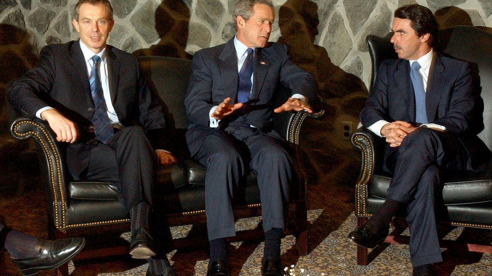 Foto: Tony Blair, George Bush y José María Aznar, durante la reunión en las Azores en marzo de 2003. (Reuters)