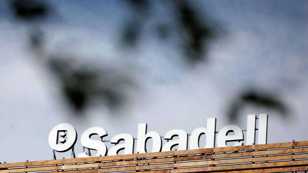 Foto: Logo de Sabadell en su sede en Madrid. (Reuters)