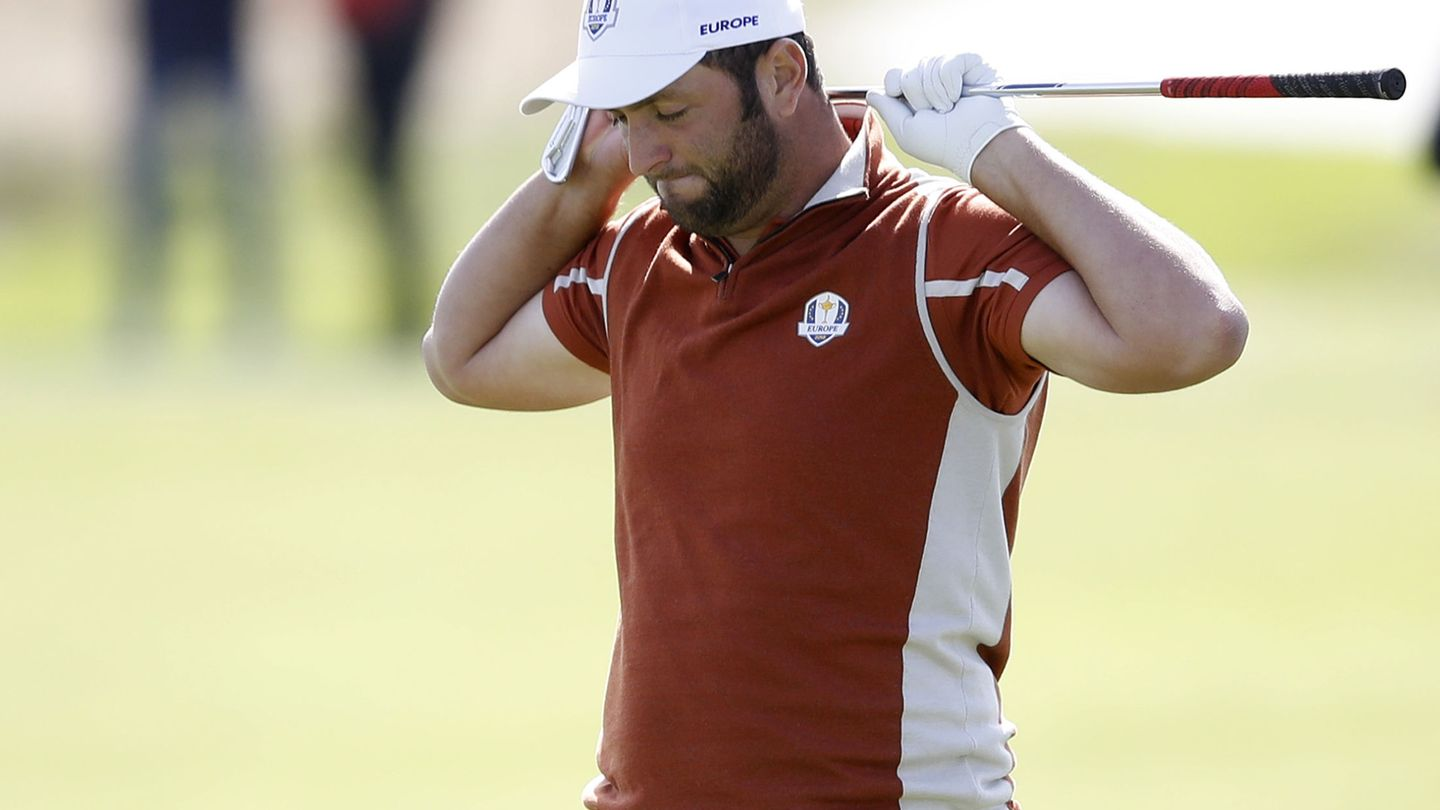 Golf - 2018 Ryder Cup at Le Golf National - Guyancourt, France - September 29, 2018 - Team Europe's Jon Rahm reacts during the Fourballs REUTERS Carl Recine