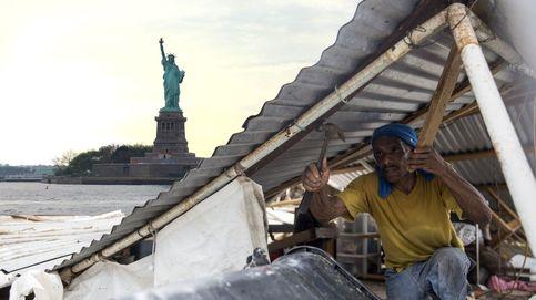 Se acercan los huracanes y Trump desvía 155 M para ayudas a su política migratoria